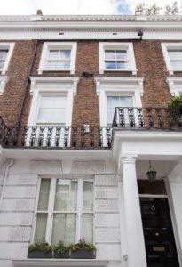 london town house with sash windows