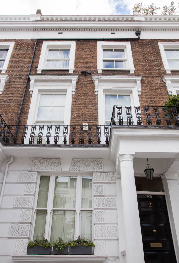 london town house with sash windows
