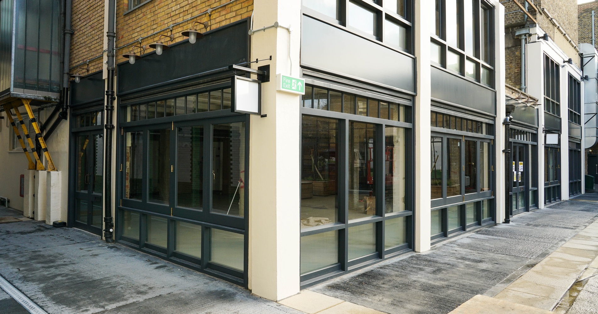 Shopfront Windows - K&D Joinery, London